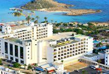 Почивка в Кипър, Adam